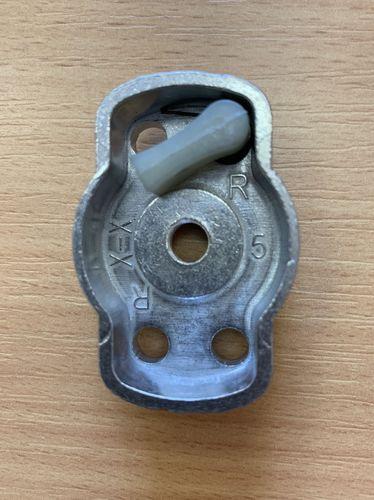Ответная часть стартера для бензокосы (триммера) 26cc (1 собачка)